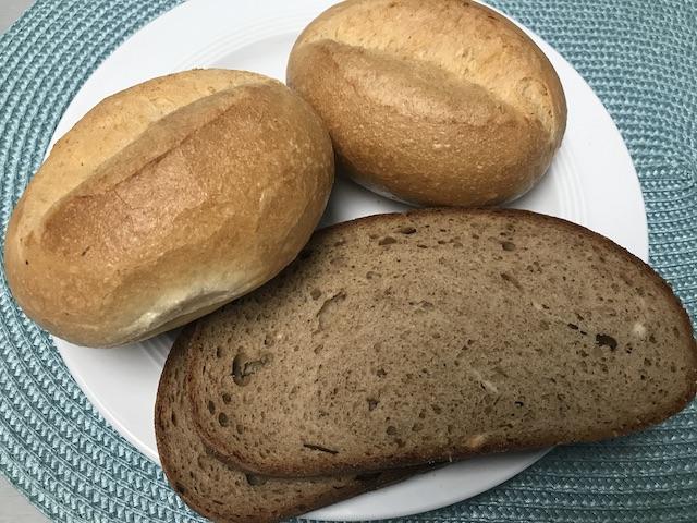 パン(Brötchen,Bauernbrot)