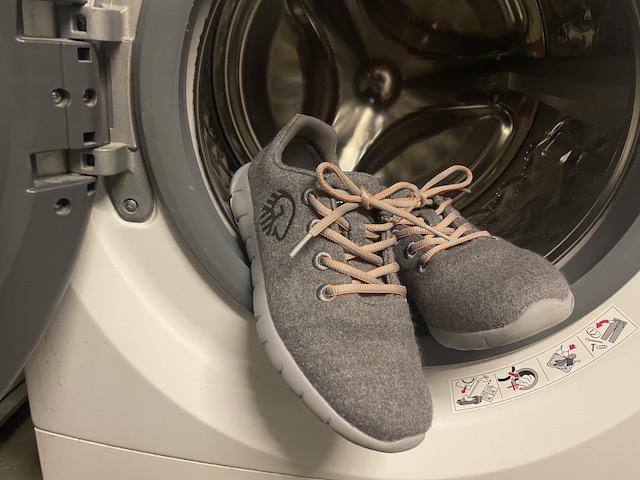 Giessweinのスニーカーと洗濯機